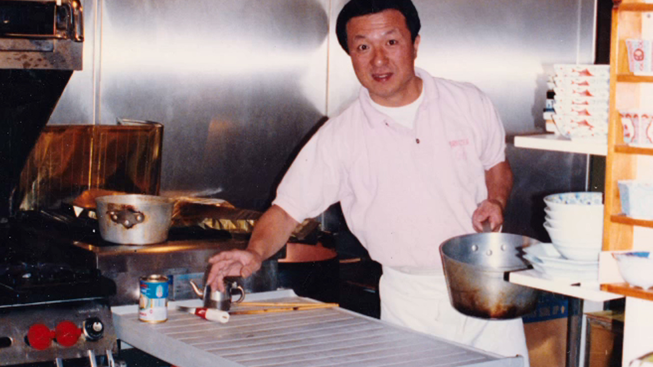 Master Chef Hiroji Obayashi cooking